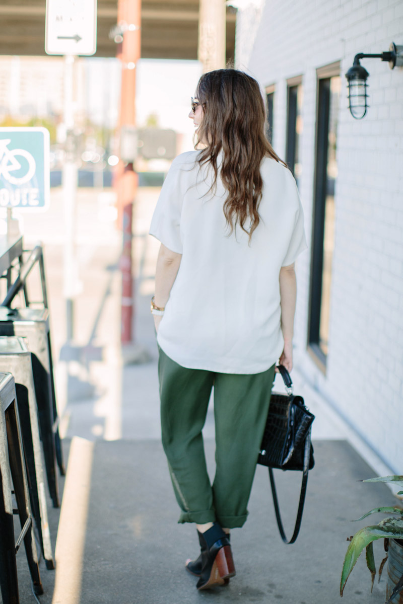 houston_blogger_maternity_outfit_green_pants_white_top-9